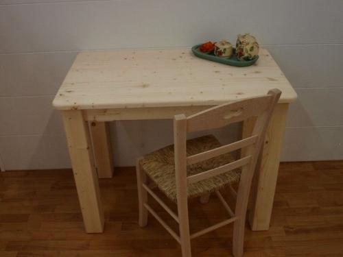 Market del legno tavolo taverna in legno grezzo for Tavoli in legno grezzo