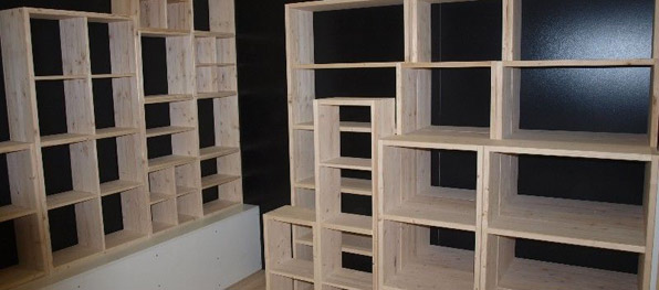 Tavoli in legno massello grezzo librerie in legno for Scaffali in legno grezzo